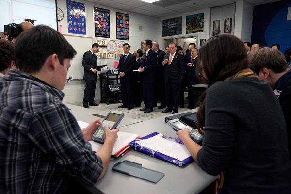 胡锦涛主席参观访问美国佩顿中学